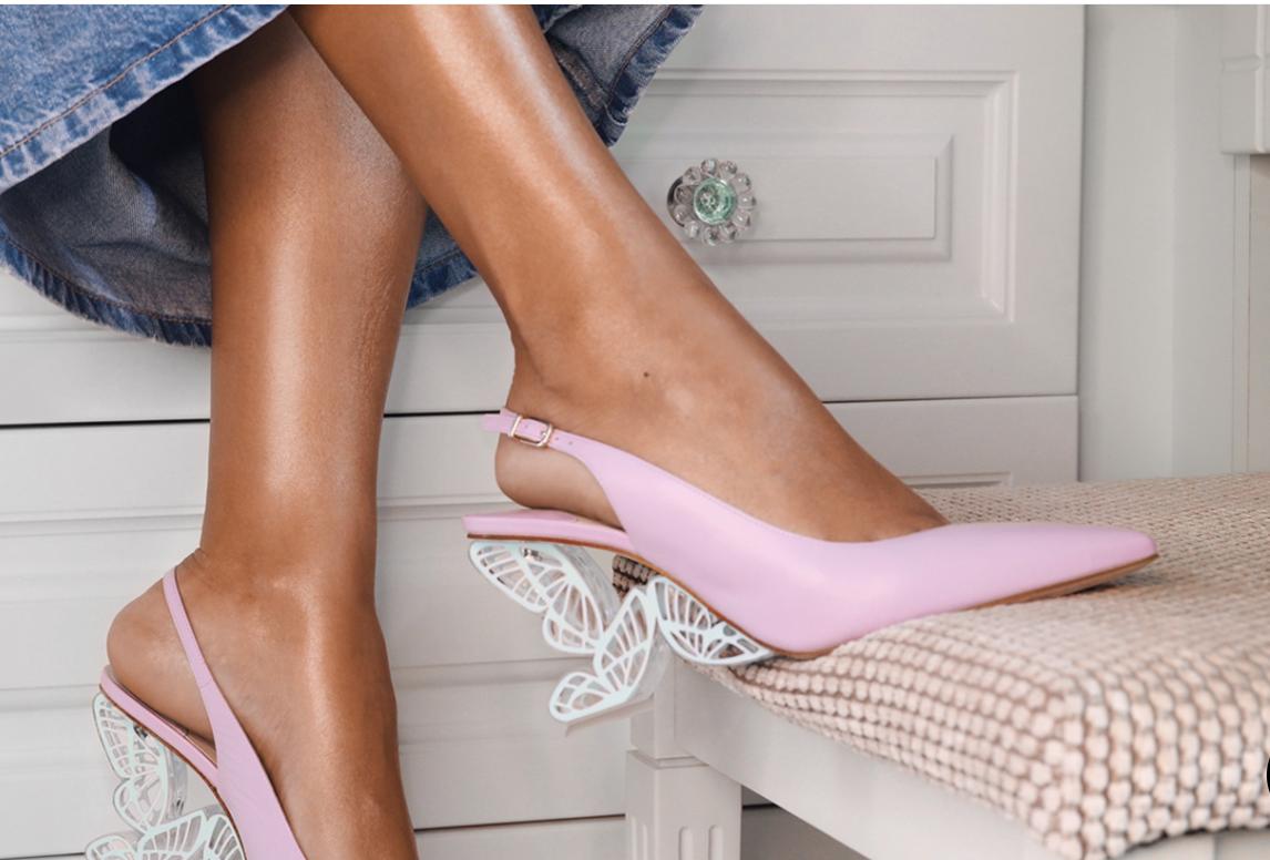 حذاء من صوفيا وبستير  الصورة من موقع الدار الالكتروني