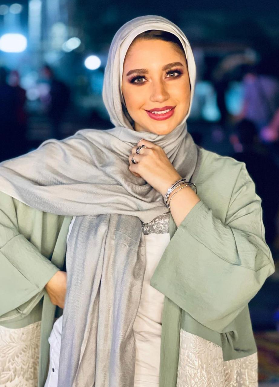 5 مريم سيف بالحجاب المفتوح مع الحجاب الابيض القطني -الصورة من حسابها على الانستغرام