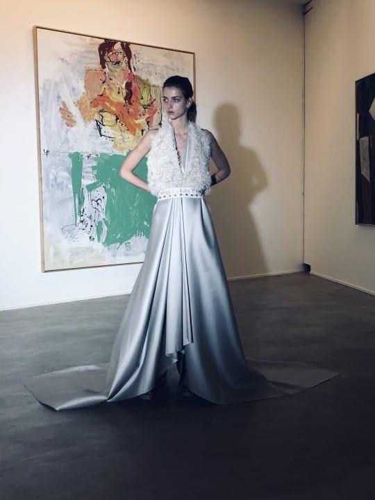 فستان ساتان من Aeils