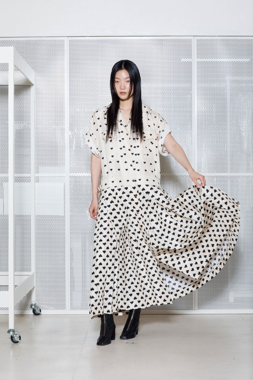 Ai Mons صورة ٢ فستان كاجوال أبيض وأسود من