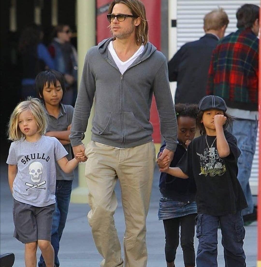 براد بيت مع أطفاله- الصورة من حساب براد بيت على إنستغرام