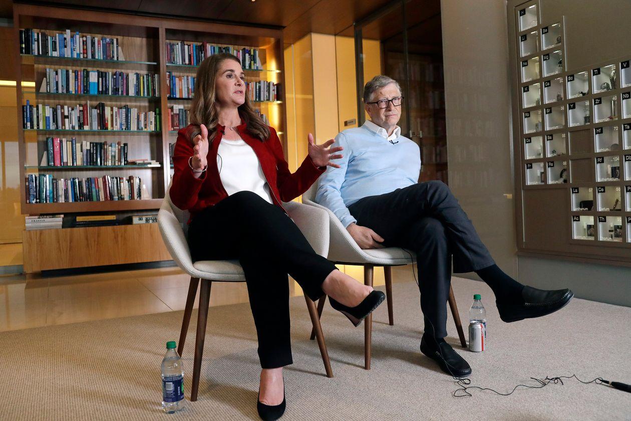 بيل غيتس وزوجته السابقة ميليندا غيتس- الصورة من موقع وول ستريت جورنال