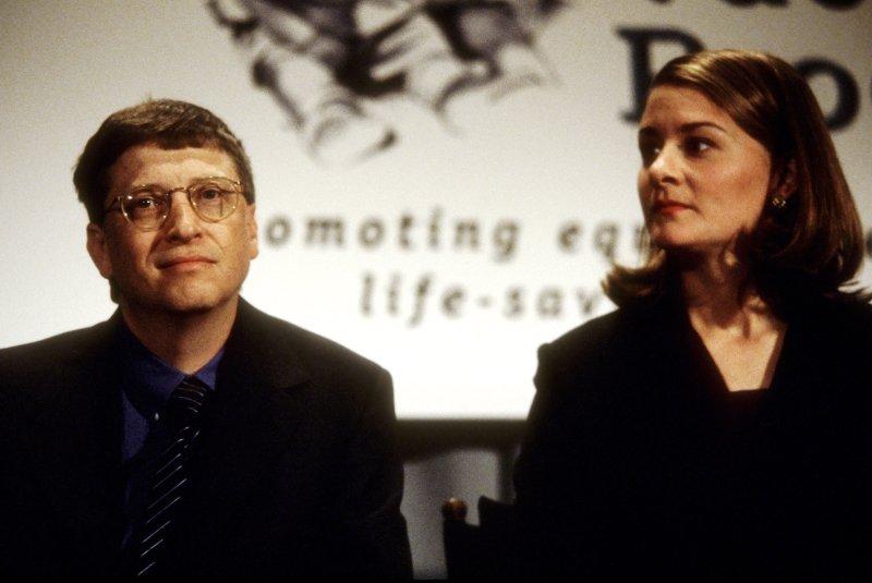 بيل غيتس وزوجته السابقة ميليندا غيتس عام 1998- الصورة من موقع Time