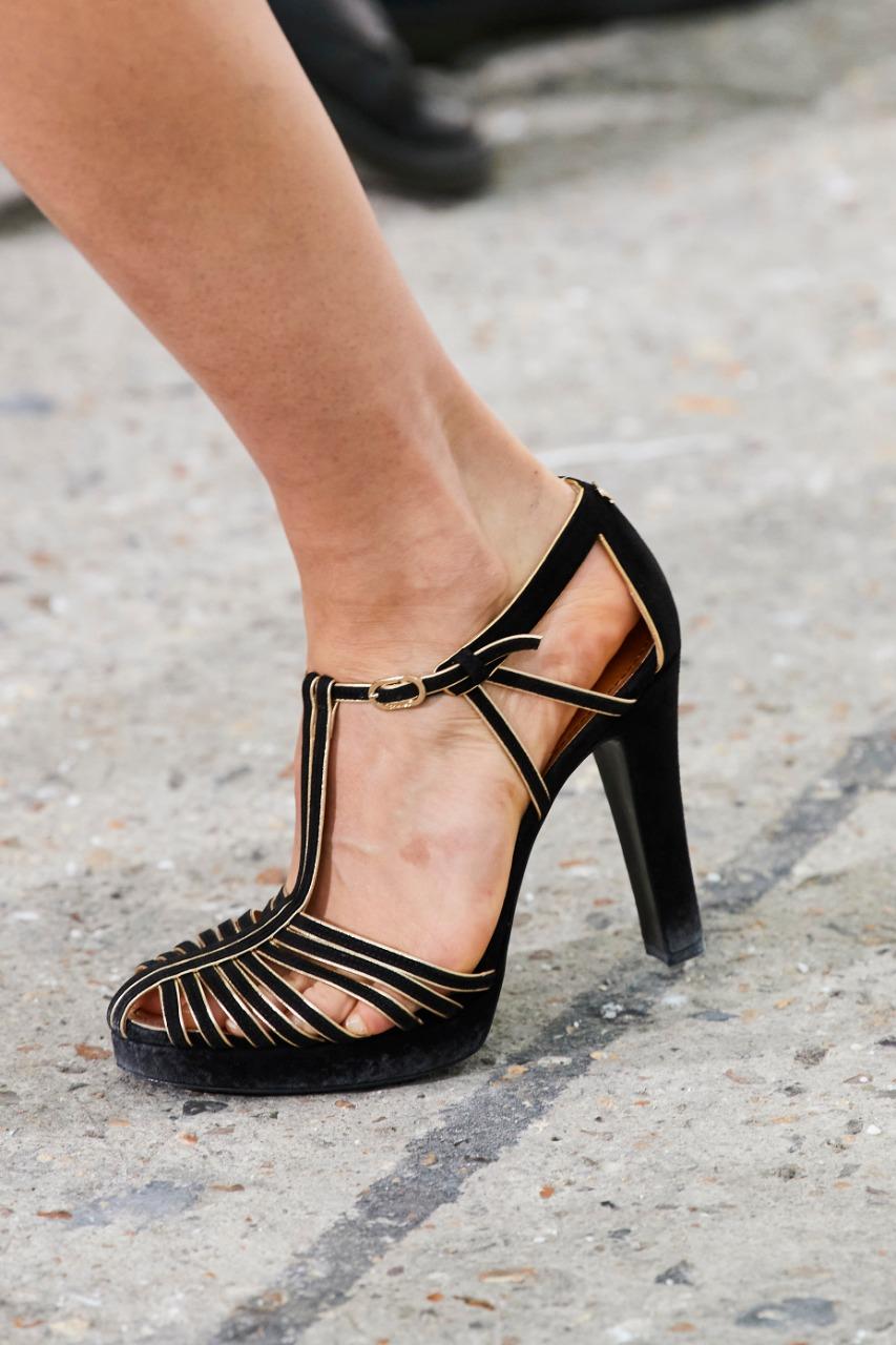 حذاء بكعب عالٍ من ماركة شانيل Chanel