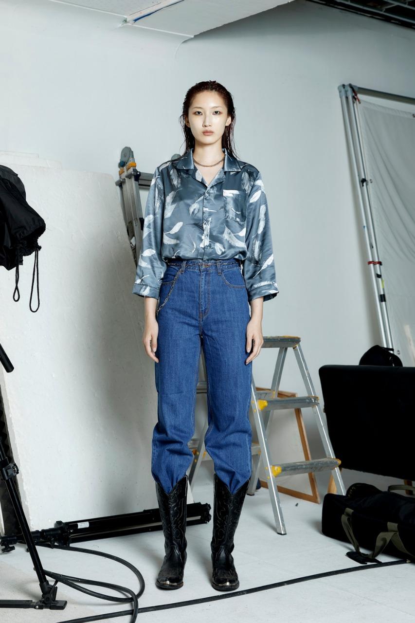 concept korea صورة ٣ بنطلون جينز واسع من