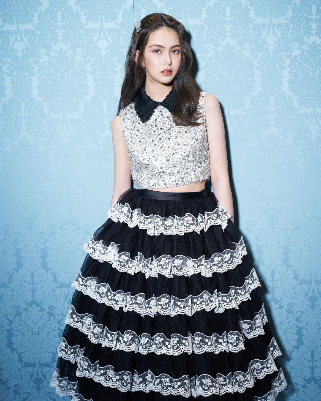 فستان كشكش مكون من تنورة وتوب مرصع من توقيع Miu Miu- الصورة من انستغرام Miu Miu