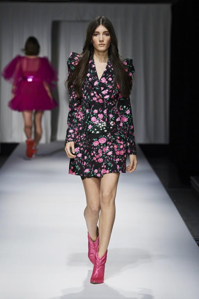 فستان قصير مطبع بالأزهار من Aniye By