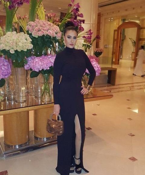 غادة عبد الرازق بفستان سهرة أسود بشق أمامي -صورة 3