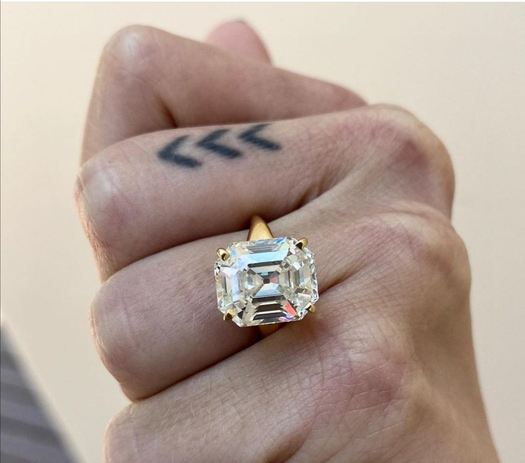 خاتم الخطوبة المصنوع من الزمرد- الصورة من حساب تالولا بيل على إنستغرام