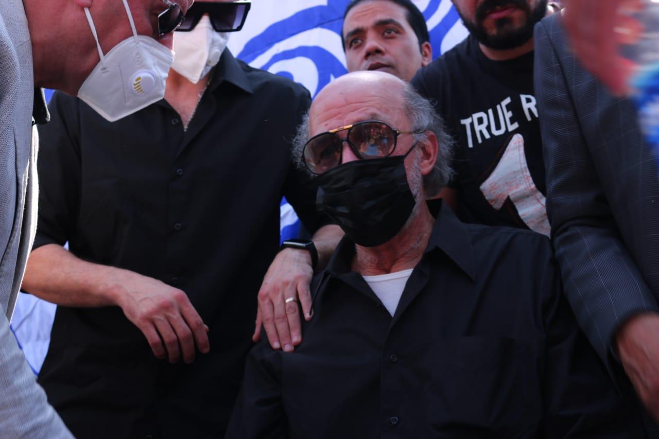 اللواء حسام شقيق سمير غانم يتلقى العزاء