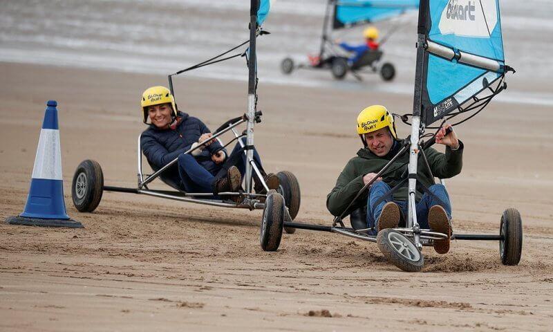 الأميرة كيت والأمير ويليام يركبان اليخت البري- الصورة من موقع New my royals