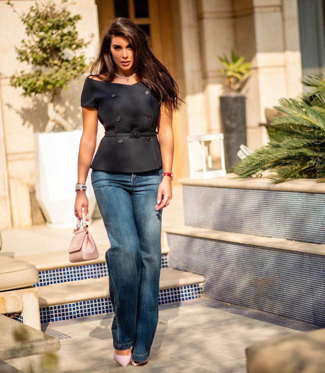 صورة ١ ياسمين صبري بإطلالة ببنطلون كاجوال الصورة من حسابها علي انستغرام