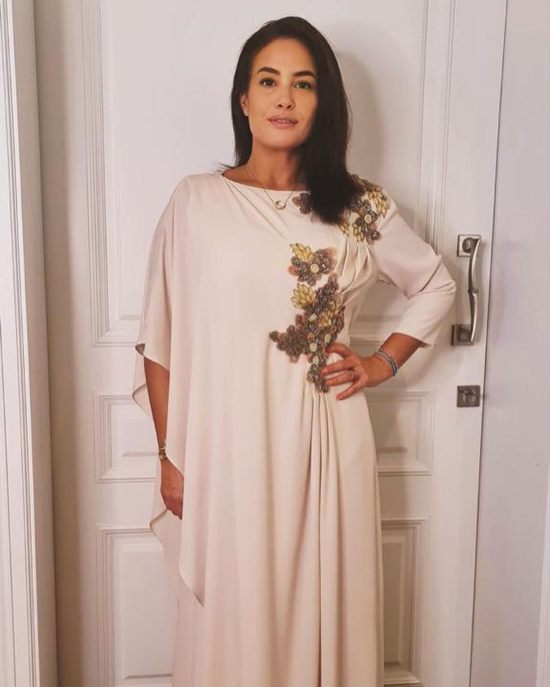 صورة ٤ هند صبري بفستان أبيض الصورة من حسابها علي انستغرام.jpg
