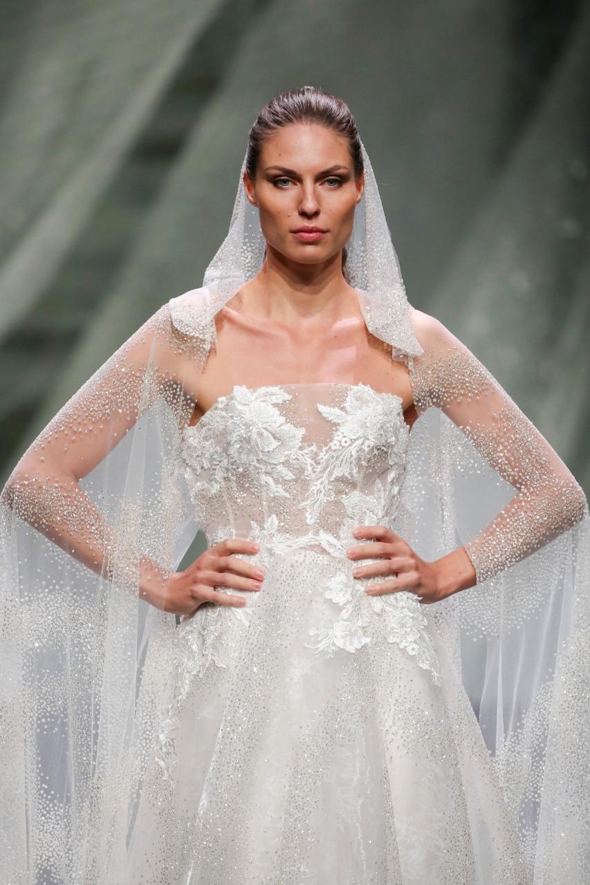 طرحة فستان زفاف طويلة من Valentini