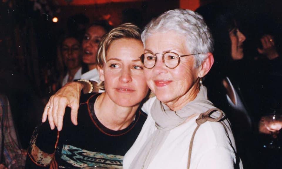 إيلين مع والدتها-الصورة من حسابها بفيسبوك
