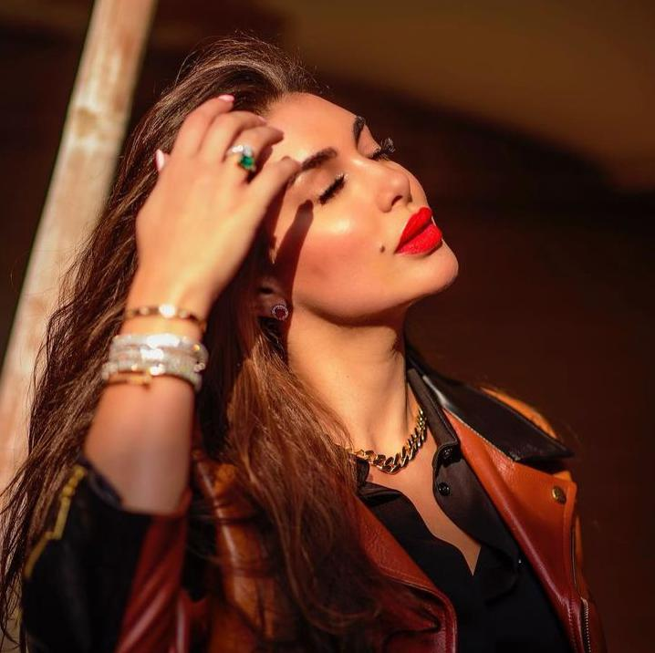 4 ياسمين صبري باحمر الشفاة الاحمر الصارخ -الصورة من حسابها على الانستغرام