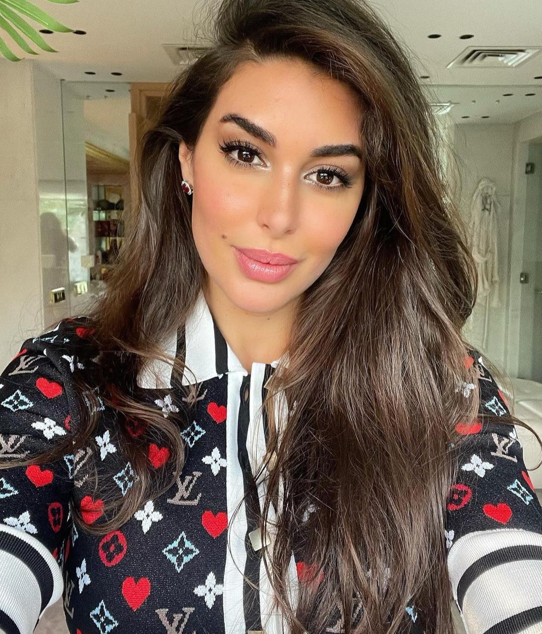 ياسمين صبري باحمر الشفاة الزهري -الصورة من حسابها على الانستغرام