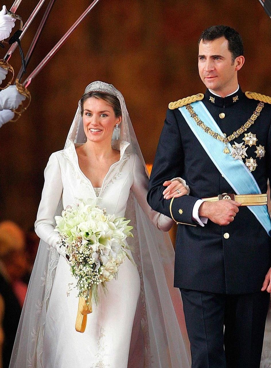 الترحيب بالعروسين بتحية عسكرية- الصورة من حساب soy-letizia من إنستغرام