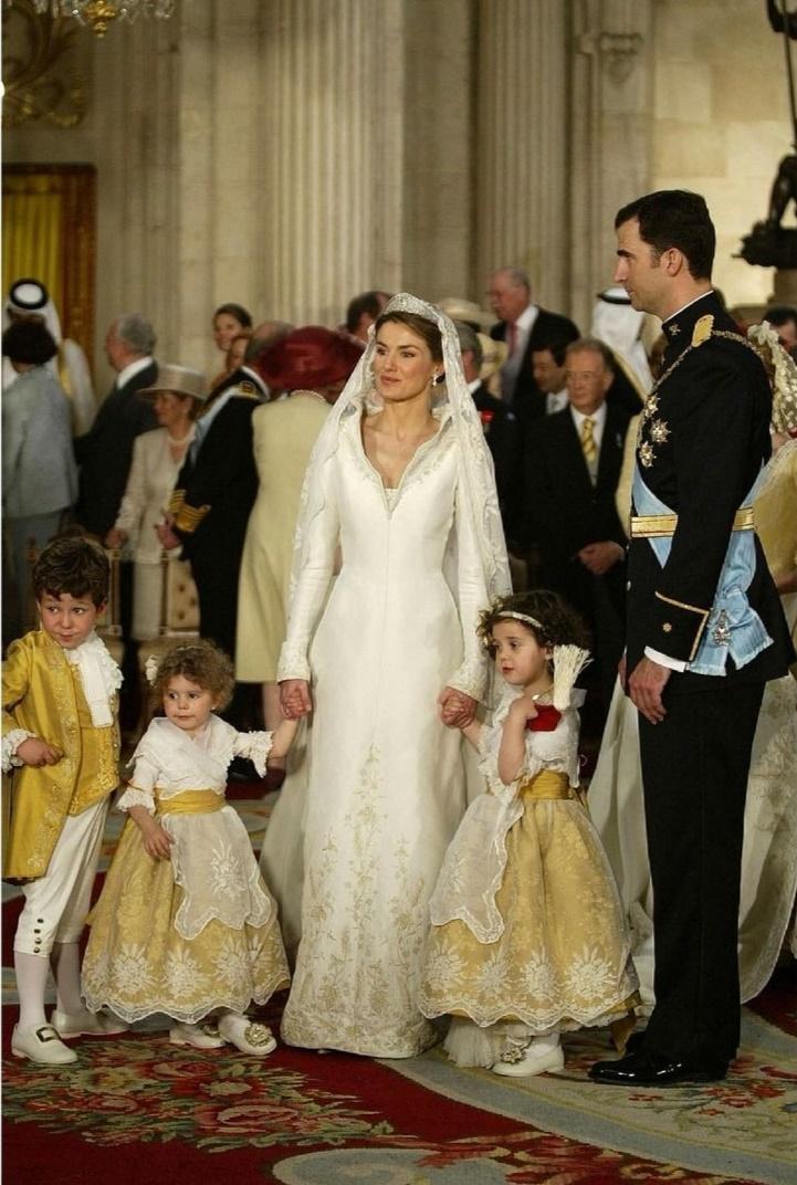 الملك فيليب والملكة ليتيزيا داخل القصر الملكى- الصورة من حساب todoporloalto من إنستغرام