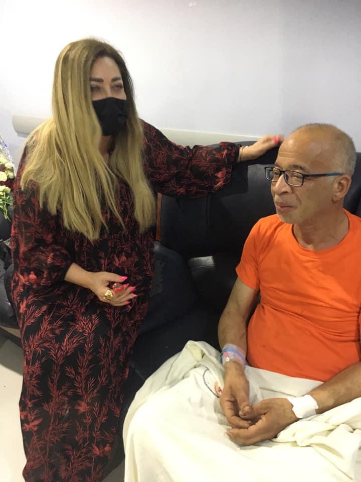 نهال عنبر تزور شريف دسوقي في المستشفى