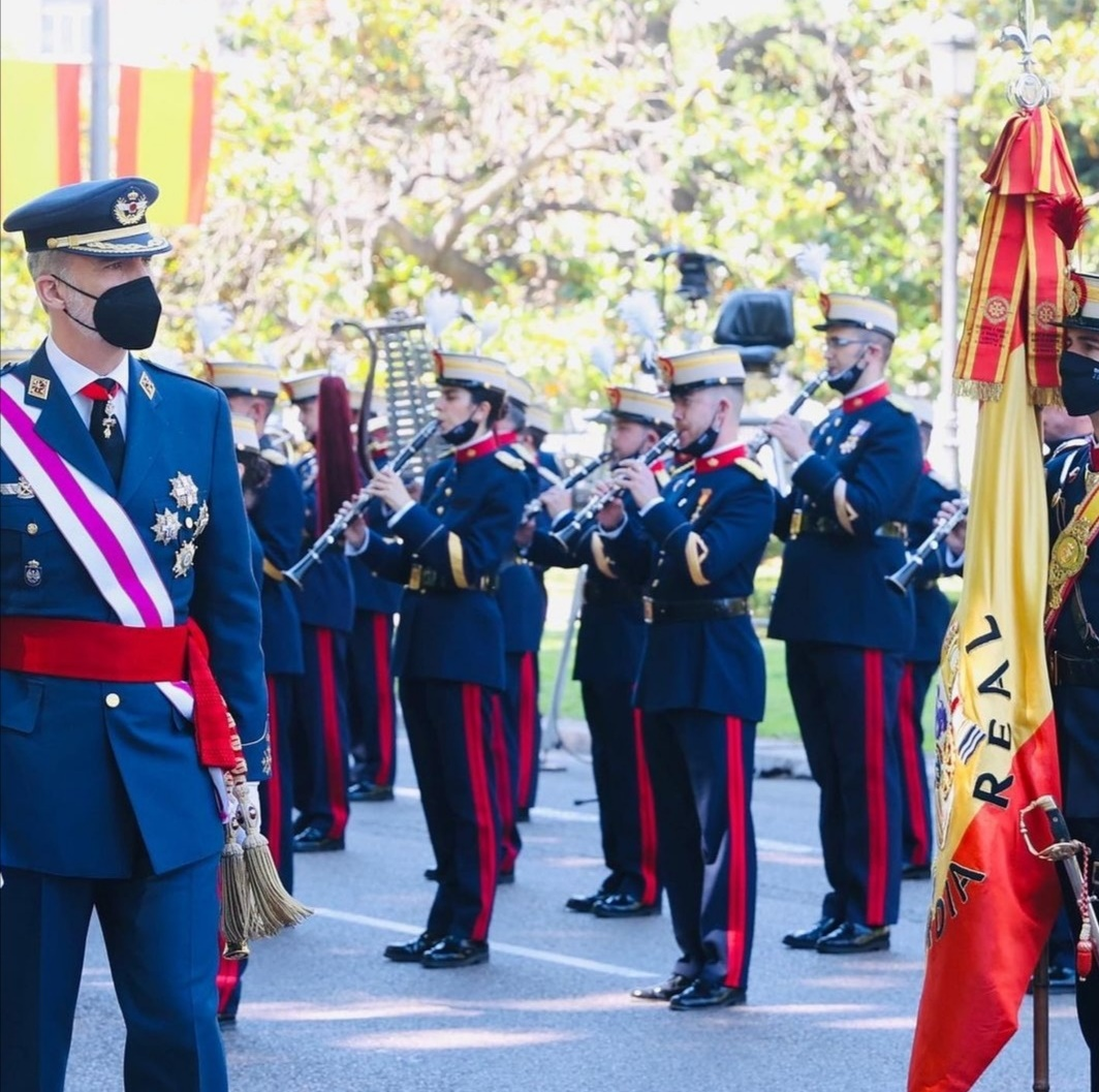 - الملك «فيليب» في الزي العسكري - الصورة من حساب البيت الملكي الإسباني على إنستغرام.jpg