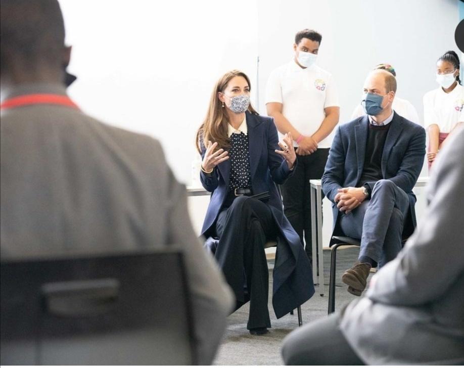 الأمير ويليام وكيت يتحدثان مع الشباب- الصورة من حساب دوق ودوقة كامبريدج على إنستغرام