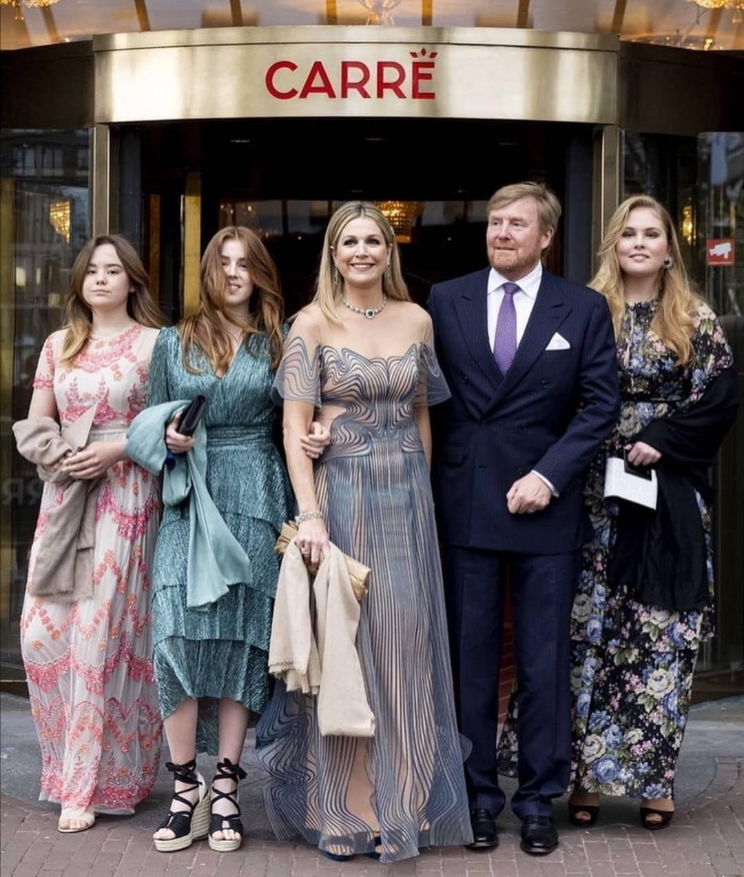 الملكة ماكسيما وزوجها الملك ويليم ألكساندر وبناتهما الثلاث، الأميرة كاثرينا أماليا، والأميرة أليكسيا والأميرة أريان- الصورة من حساب الملكة ماكسيما على إنستغرام.jpg
