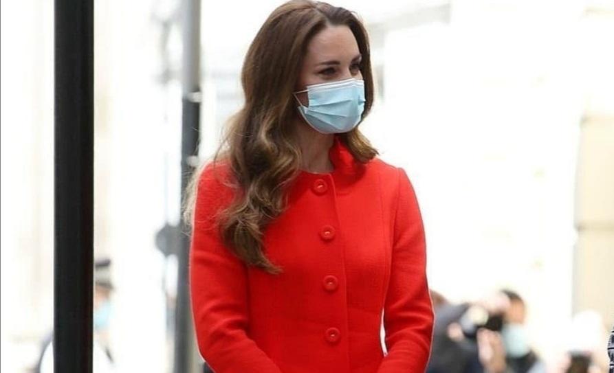 كيت ميدلتون تتألق بمعطفها الأحمر- الصورة من حساب دوق ودوقة كامبريدج على إنستغرام