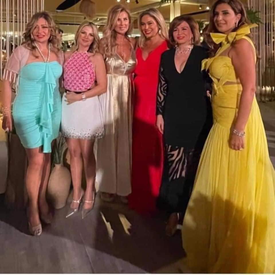 إلهام شاهين وليلى علوي في حفل زفاف