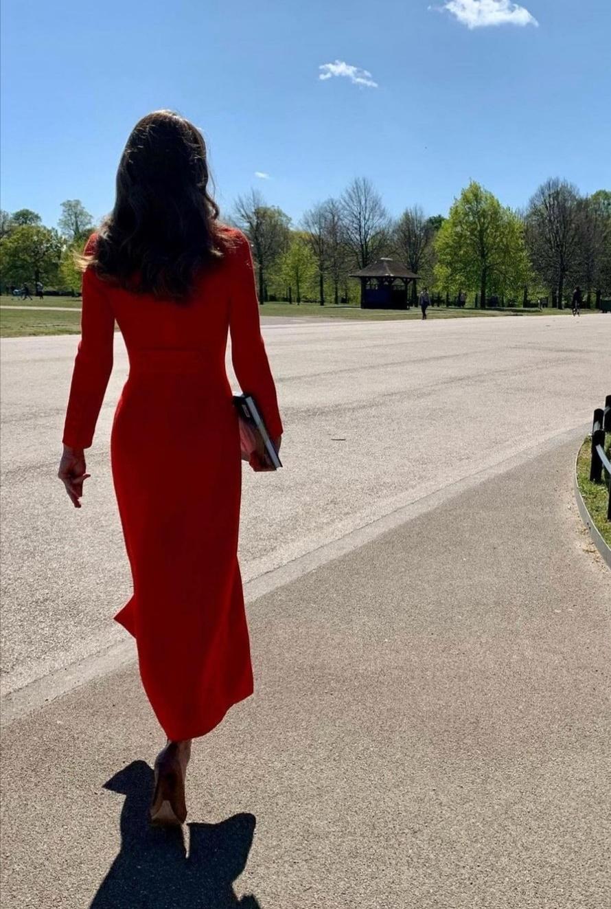 كيت ميدلتون تترك الكتاب وسط حدائق منزلها- الصورة من حساب دوق ودوقة كامبريدج على إنستغرام