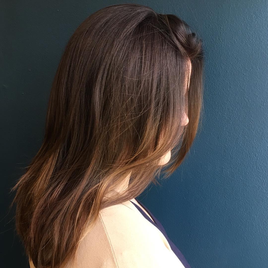 الشعر البني العسلي(الصورة من حساب مصففة الشعر ليا بارافيتشيني في انستغرام)