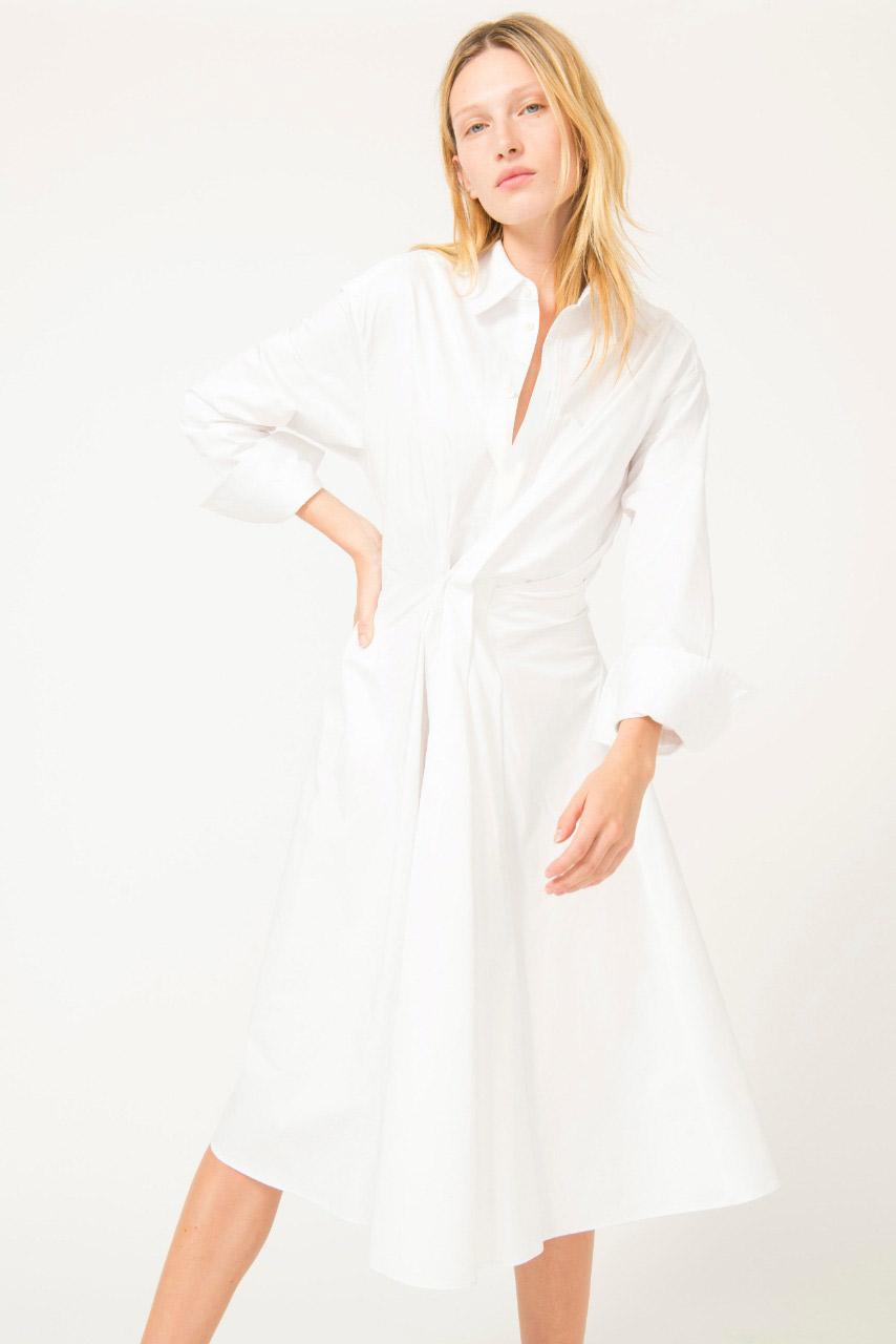 فستان قميص باللون الأبيض منAknvas