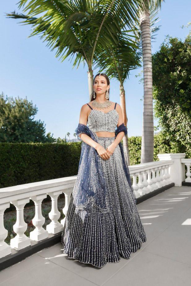 فستان زفاف فضي من Kynah