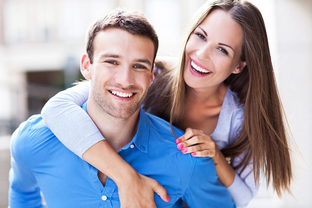 المرح بين الزوجين يعزز العلاقة العاطفية