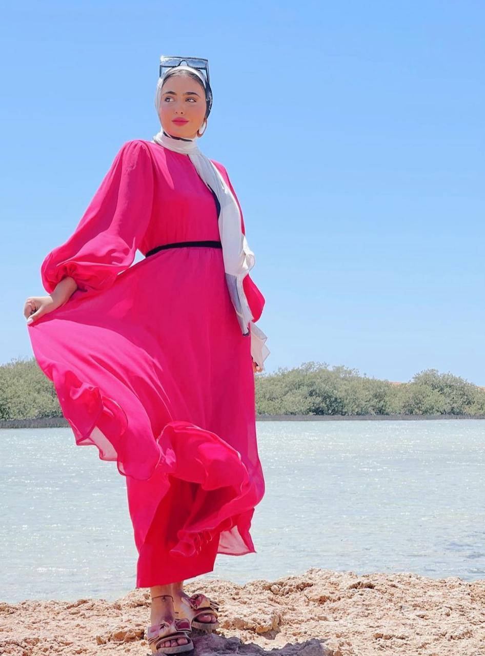 1 مريم حسن بفستان أنيق للشاطئ -الصورة من حسابها على الانستغرام