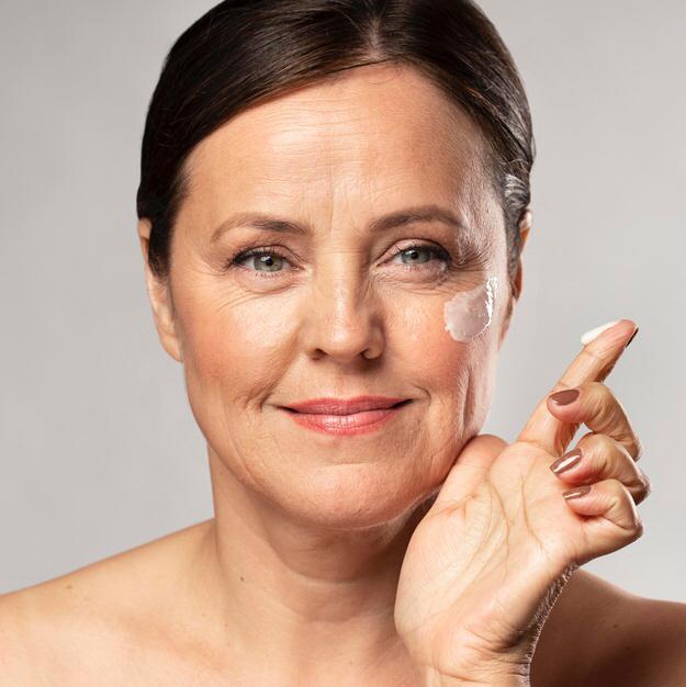 غسول الوجه والكريمات لمكافحة الترهُّل