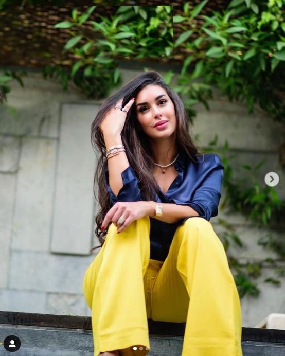 ياسمين صبري في سروال اصفر الصورة من حساب النجمة على انستغرام