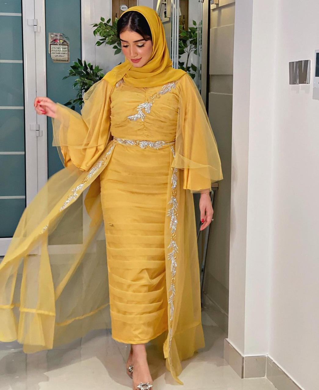 خولة المراغي بالعباية الصفراء -الصورة من حسابها على الانستغرام