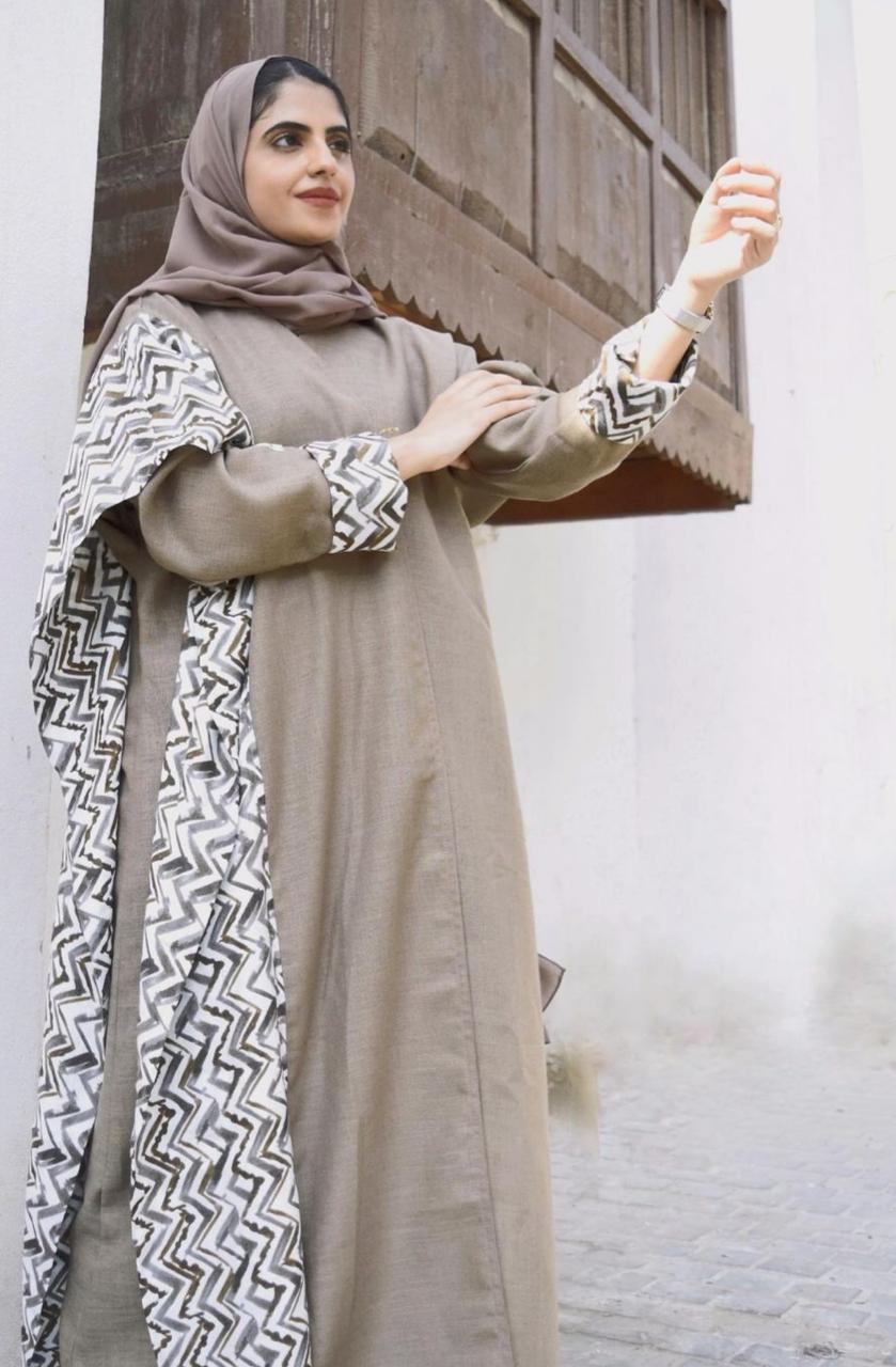 ملاك ال داوود بعباية حيادية الالوان -الصورة من حسابها على الانستغرام
