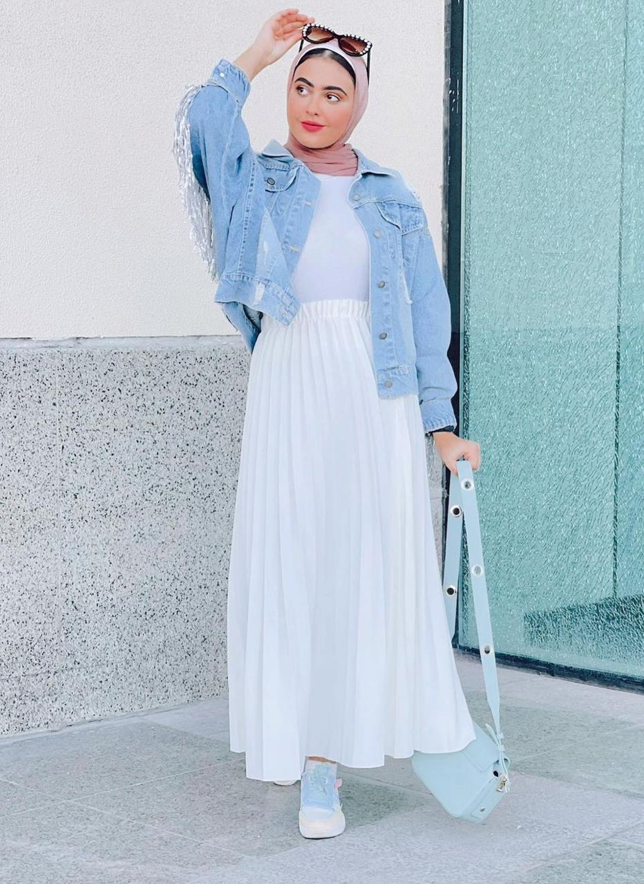 مريم حسن بالتنورة البيضاء -الصورة من حسابها على الانستغرام