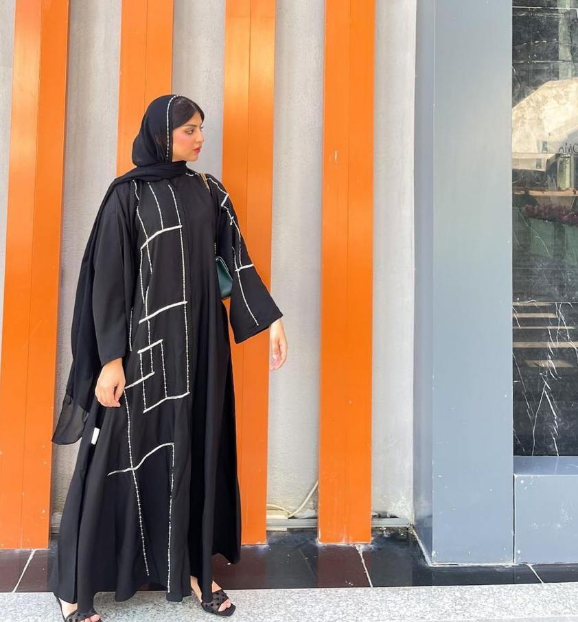 حوراء اللواتي بعباية مطرزة للعيد -الصورة من حسابها على الانستغرام