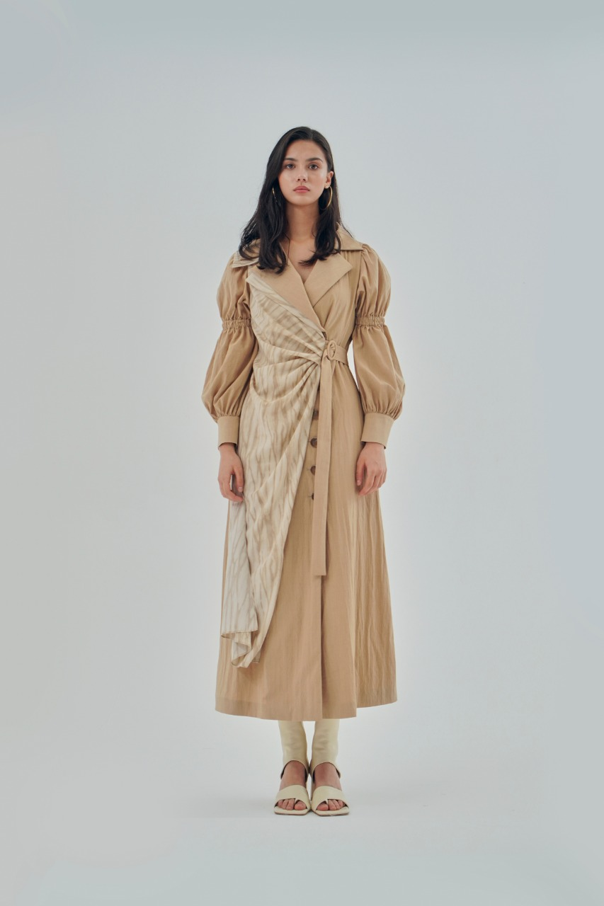 A bell  فستان قميص باللون البيج من