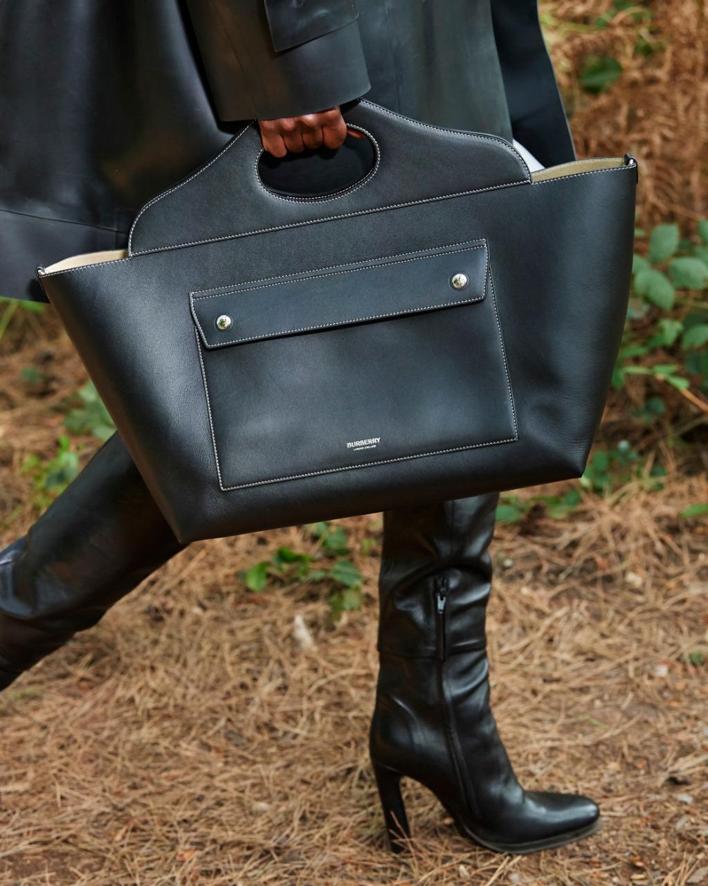 حقيبة يد من Burberry