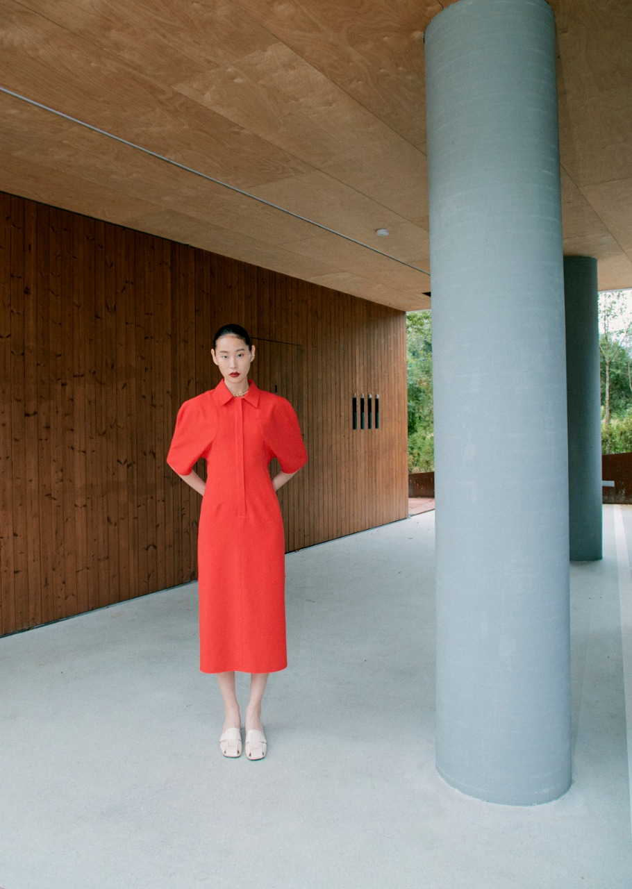 فستان باللون الأحمر من Concept korea