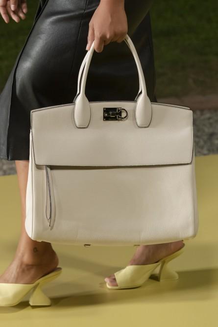 حقيبة كلاسيكية من سلفاتوري فيراغامو Salvatore Ferragamo-صورة 2
