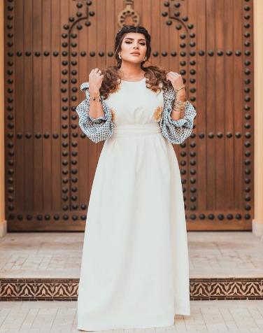 الممثلة الكويتية غدير السبتي واعتماد الاكمام المنفوشة