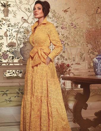 الممثلة اللبنانية نادين نجيم وفستان مميز باللون الأصفر