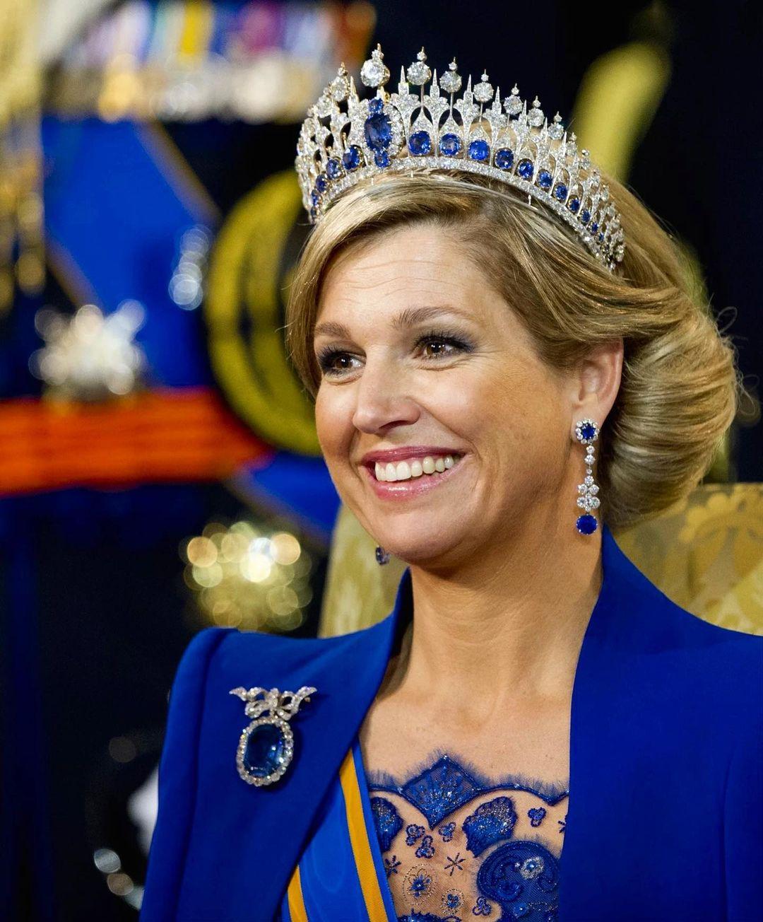الملكة ماكسيما بتاج من الماس والياقوت الأزرق