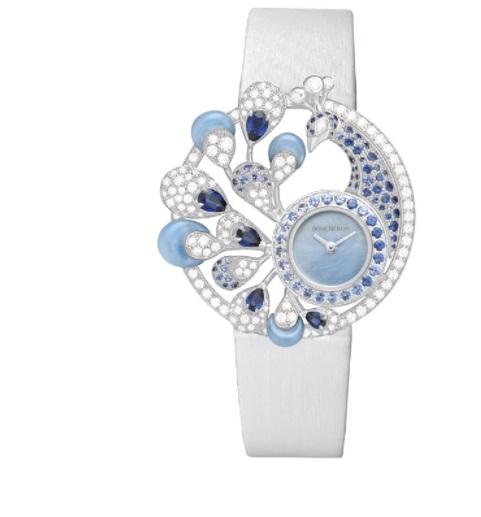 ساعة بيضاء مرصعة بالأحجار الكريمة من بوشرون Boucheron