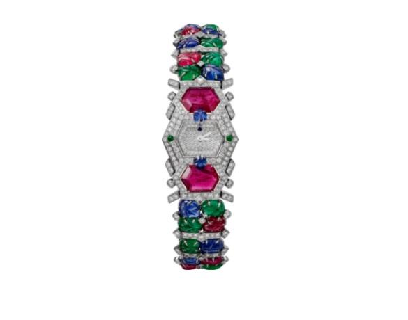 ساعة مُرصَّعة بالياقوت الأزرق والزمرد من كارتييه«Cartier»